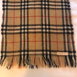Authentic vintage Burberry wool scarf!!